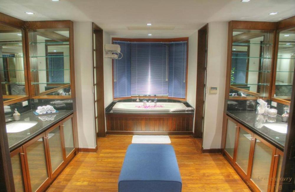 泰国普吉岛瑞卡塔湾别墅 浴缸